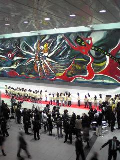 誰よりも一番乗り/岡本太郎の「明日の神話」@渋谷駅