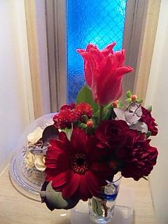 玄関にお花を飾ってみました