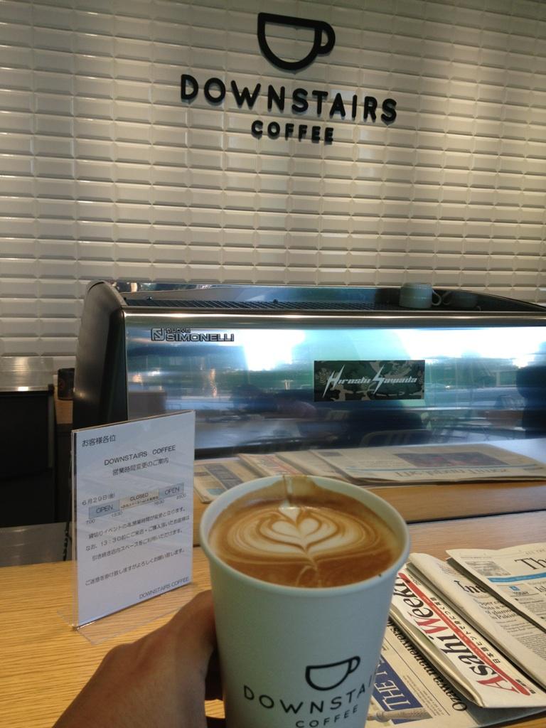 ダウンステアーズコーヒー(DOWNSTAIRS COFFEE)@メルセデス・ベンツ コネクション(六本木)