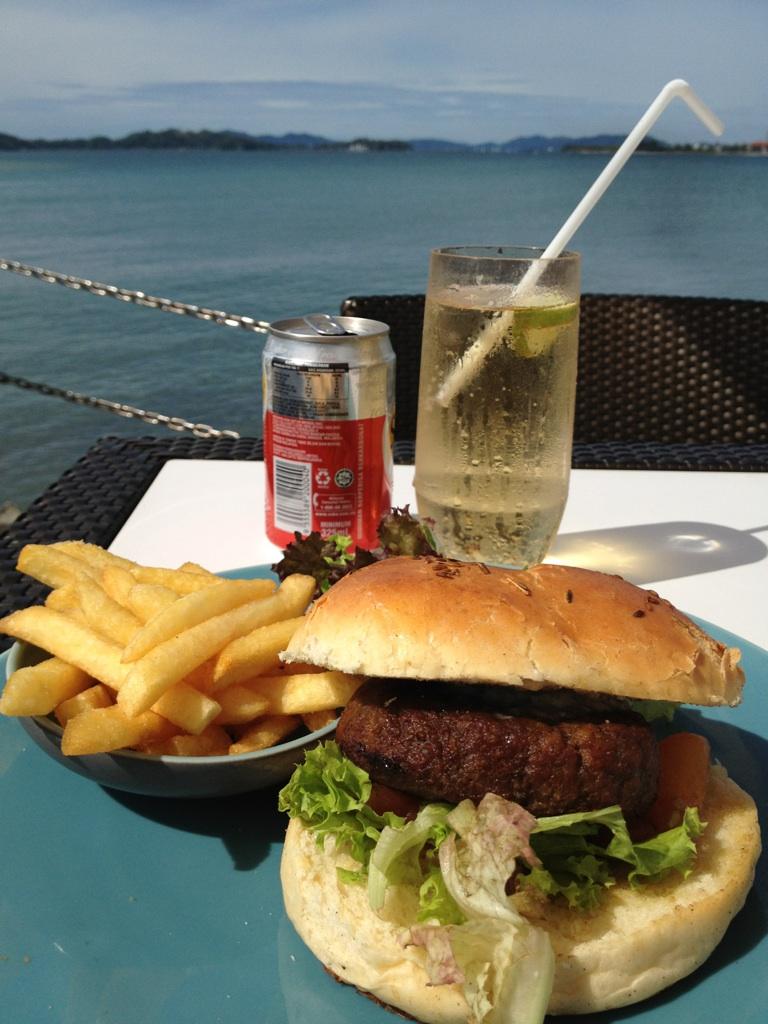 Coco Joes Bar & Grill@Shangri-La's Tanjung Aru Resort & Spa