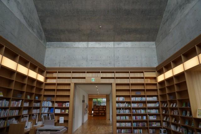 十和田市民図書館